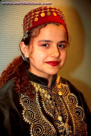 Характерные особенности турецкого традиционного платья включают иерархическое...